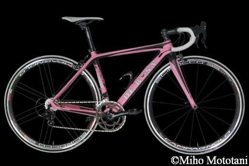 r838_2014_black_pink