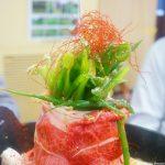尾道市久保、昭和レトロ香る『米徳』deまるでアートな衝撃の肉鍋を味わう!