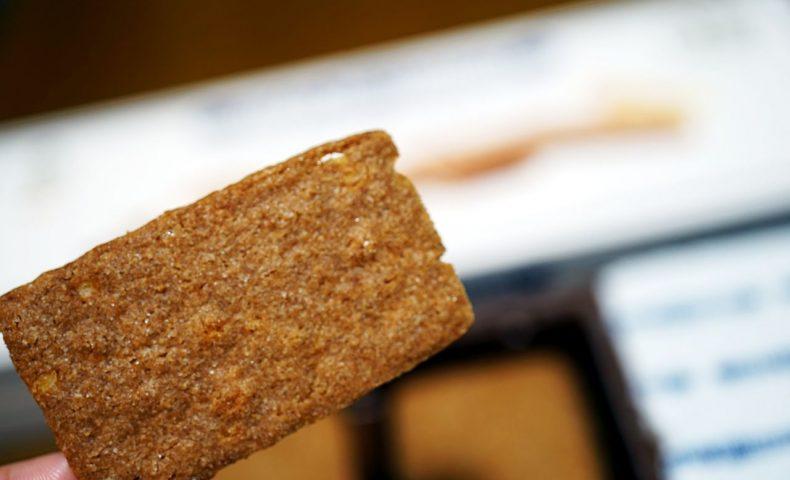 ベルギー王室御用達『デストルーパー』のクッキー「ジンジャーシン」。シナモンがきいてサクサク、洋風八ツ橋のよう♪