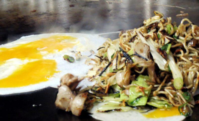 尾道市因島土生町『お好み焼き 新天地』、特別仕様の「ひじきラー油 焼きそば」が美味し過ぎて感激!