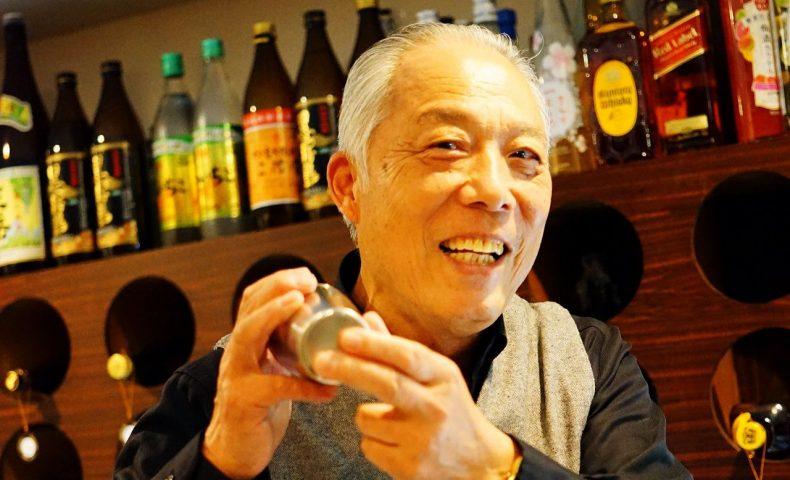 尾道市土堂 海岸通り『カラオケ&Bar 猫じゃらし』、異色の経歴を持つダンディなマスターとゆっくりお話ししたいBAR♪