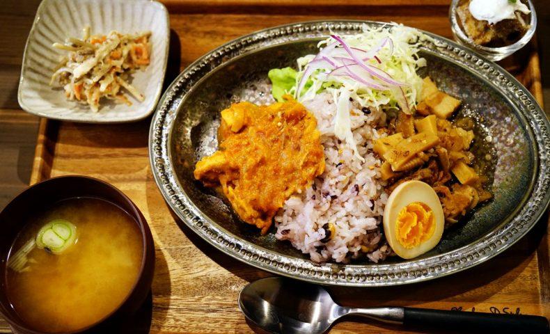 尾道市新開地区にニューオープン!『喫茶オルタナ』、本格カレーと魯肉飯を同時にいただける「あいがけランチ」がめっちゃ美味しい古民家カフェ♪