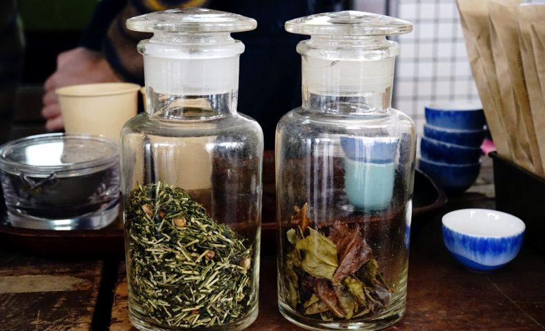 天満屋福山店「ふくてんマルシェ」。『Tea Factory Gen』世羅産日本茶、『花。&みどり農園』塩れもん&新鮮野菜、『せとうち母屋』鹿カレー♪