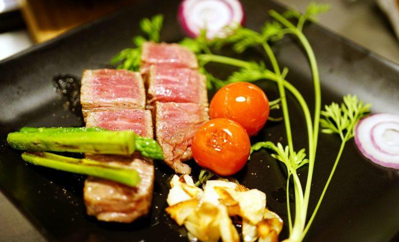 尾道市新開地区にニューオープン!『尾道肉鉄板 笑みび』宮崎牛ステーキ、シェフ自慢の味噌だれ・にんにく塩味にハマります♪