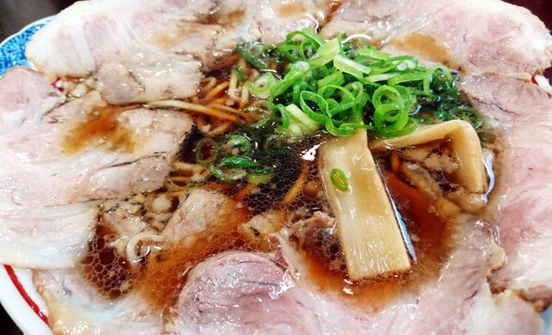 尾道市土堂『尾道ラーメン丸ぼし』、丼ぶりを覆いつくすチャーシュー麺&超煮干しラーメンにビックリ!