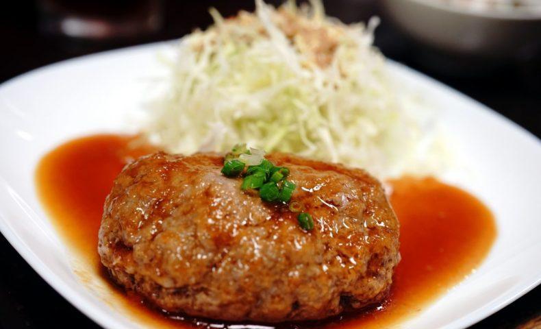 JR尾道駅近くのアットホームな『月波食堂』は、ハンバーグ必食!デミグラスも和風もオススメです♪