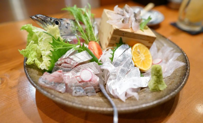 尾道市向島町『居酒屋せいちゃんち』太刀魚のおつくり&塩焼き、ワタリガニを九平次とともに♪