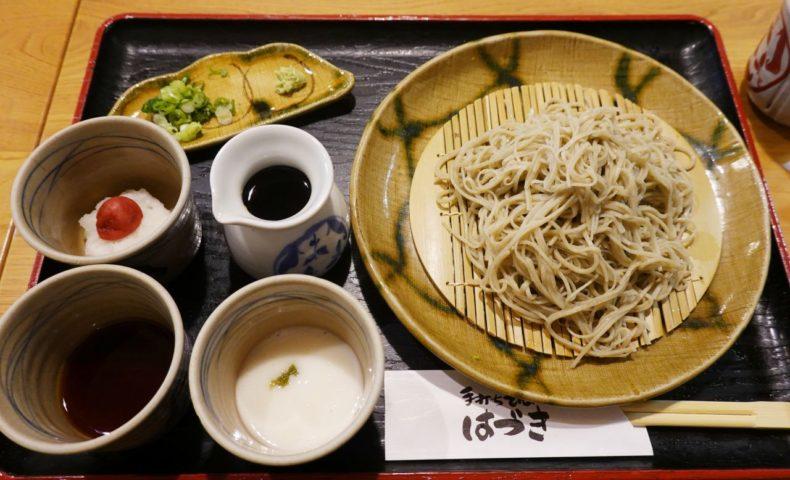 尾道市原田町『手打ちそば はづき』細くて喉越しのいい十割蕎麦を3種のお味で満喫♪