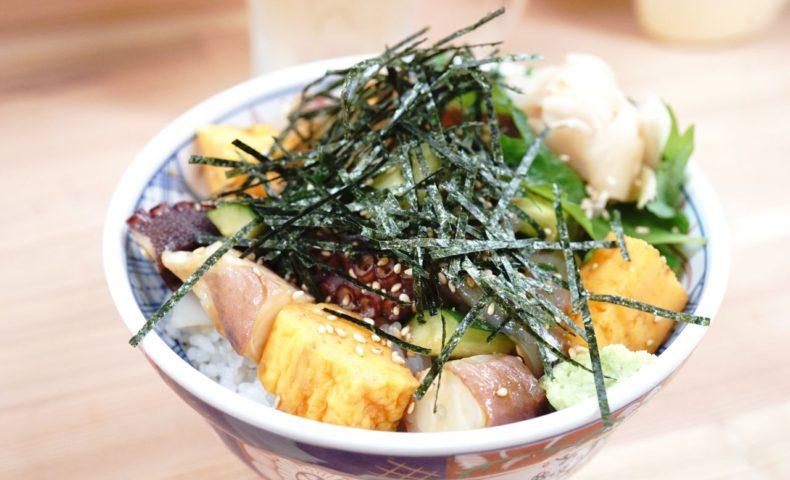 JR尾道駅エキソト『食堂ミチ』昭和が香る大衆食堂で、尾道の郷土料理を味わおう♪