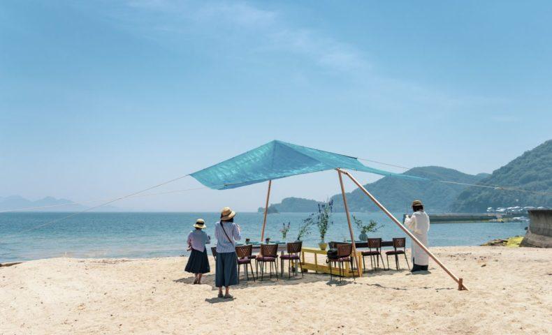 しまなみブルーに囲まれた海岸で、陶芸家 吉野瞬クン主催「小さな渚の食事会」♪