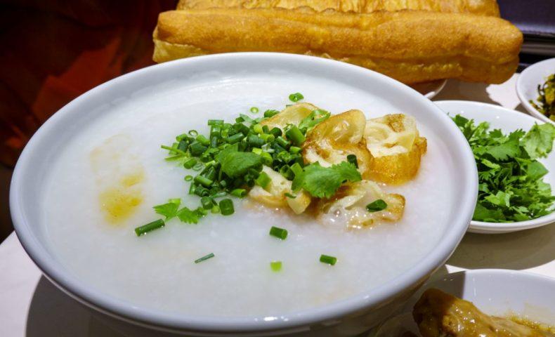 神奈川県横浜市 横浜中華街『謝甜記 貮号店』、4時間煮込まれたスープが沁みる朝粥♪