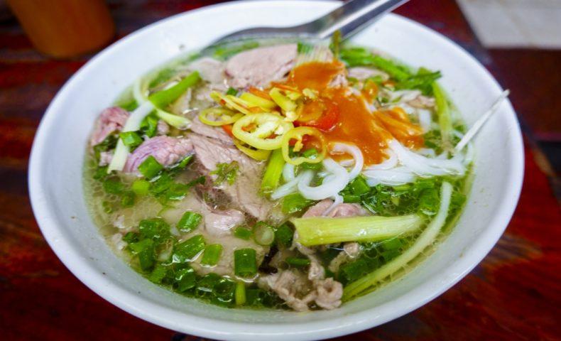 【2019ハノイ-7】人気ナンバーワンの牛肉フォー専門店『Phở Gia Truyền』で朝ごはん♪