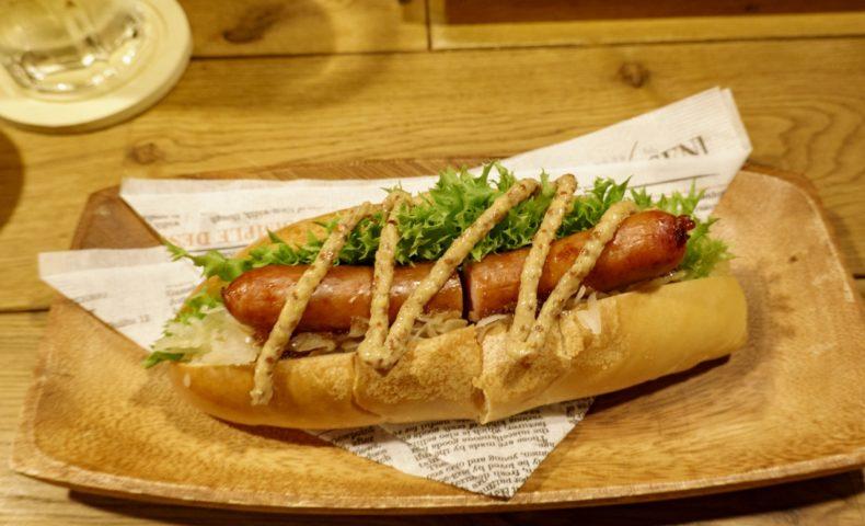JR尾道駅近『Smoke&Beer ARPEGGIO』燻製ホットドッグと肉盛りプレートが登場!