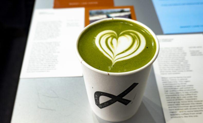 尾道海岸通りの珈琲スタンド『POUR specialty coffee』抹茶ラテはホットも激旨!